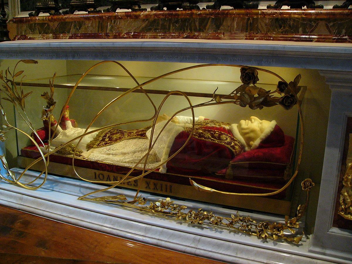 File:Reliquienschrein Papst Johannes XXIII - Petersdom.jpg