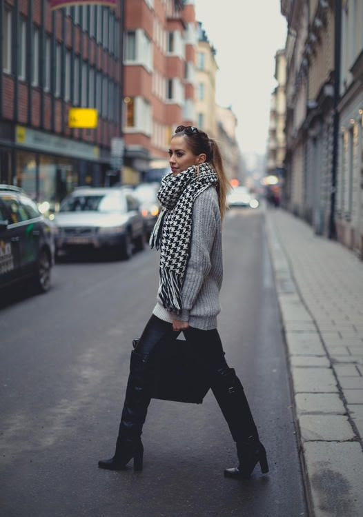 cozy grey sweater / houndstooth scarf / black skinnies + boots