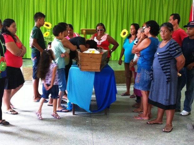 Corpo de Neuciane, de 20 anos, foi velado em igreja evangélica na Zona Oeste (Foto: Carlos Eduardo Matos/G1 AM)