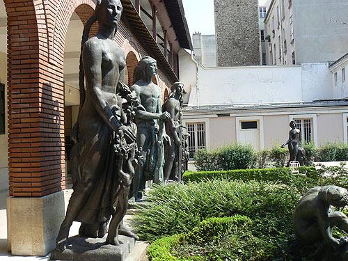 jardin Musée Bourdelle et statues.jpg