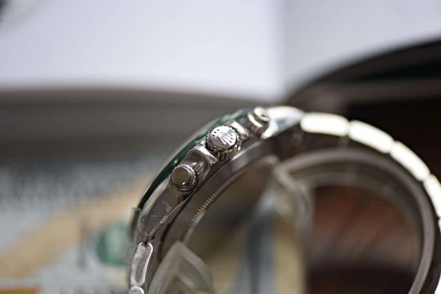 Replica Rolex Daytona Crown and Chronograph Buttons