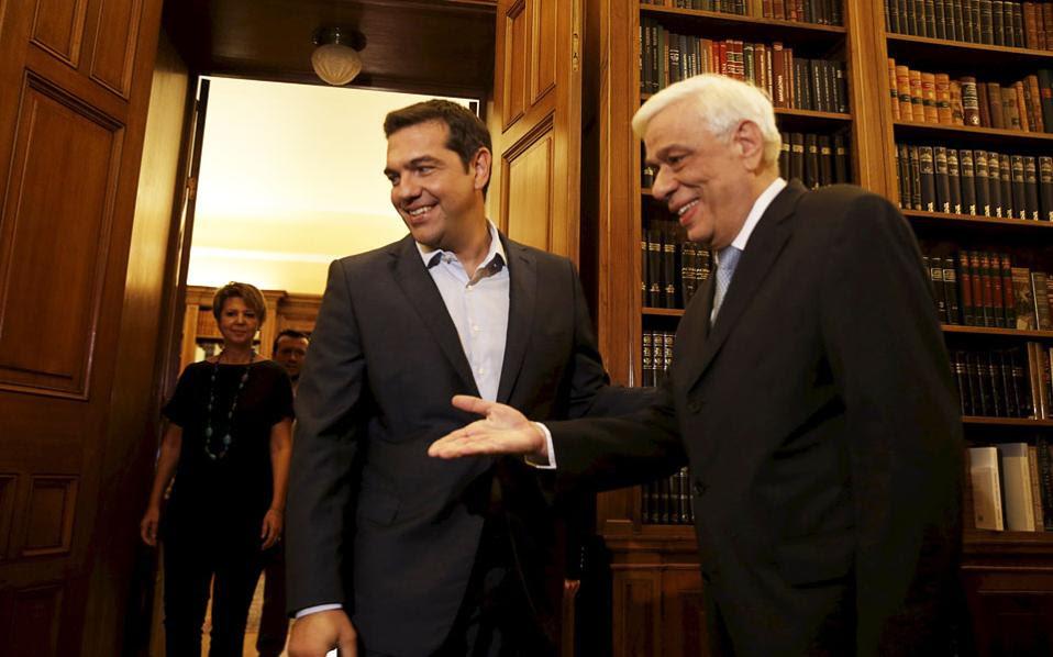 Ο Πρόεδρος της Δημοκρατίας Προκόπης Παυλόπουλος υποδέχεται τον πρωθυπουργό Αλέξη Τσίπρα, ο οποίος τον επισκέφθηκε για να υποβάλει την παραίτησή του.