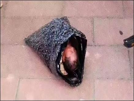 OMG! चीन में महिला ने नवजात को प्लास्टिक थैली में पैक कर किया कूरियर