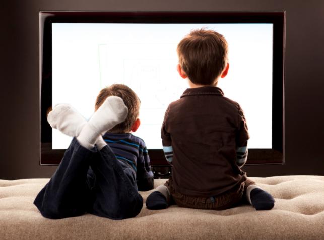 Estudio vincula películas violentas con el gusto por las armas en menores