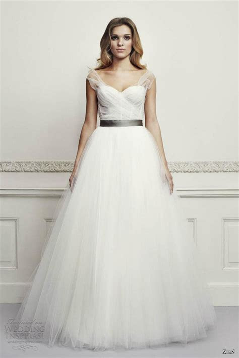 Zie? Wedding Dresses 2013   Wedding Inspirasi   Page 2