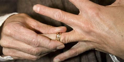 REVEALED: Why People Remove Their Wedding Rings   HuffPost UK