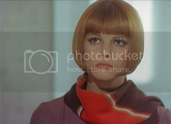 photo claudia_cardinale_tente_rouge-6.jpg