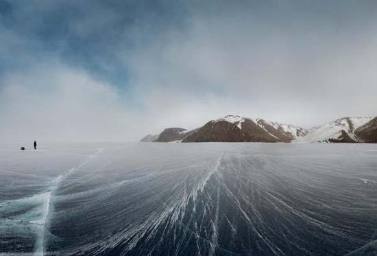 Παγωμένη λίμνη Baikal στη Σιβηρία (9)