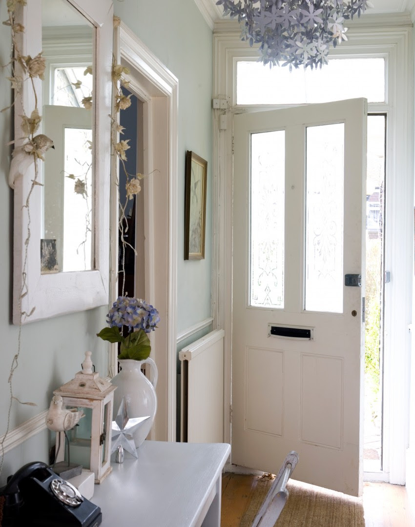 Maximise Your Small Hallway with These Simple Decorating ...