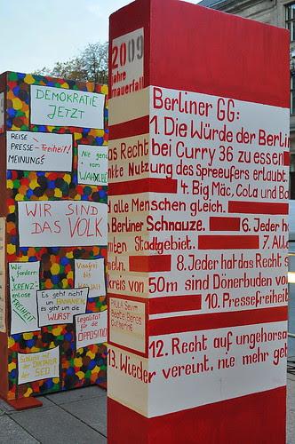Dominosteine am Brandenburger Tor (1)