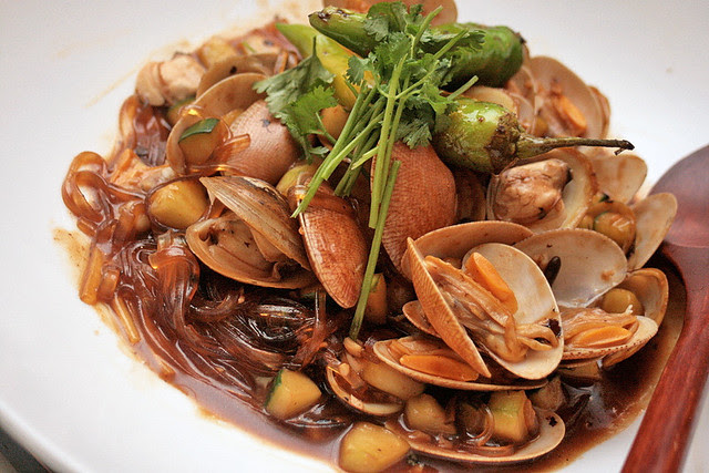 Flower clams in delicious broth with thick tanghoon