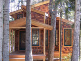 A Hideaway for All Ages Perched Among the Trees in Maine (10 photos)