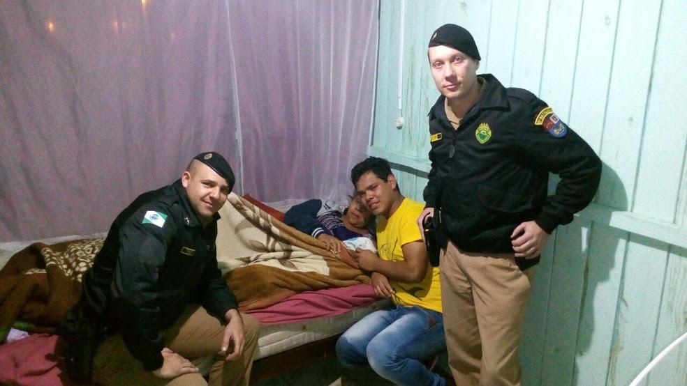 Soldados da PM fizeram o parto de grávida de 29 anos (Foto: Divulgação/PM)