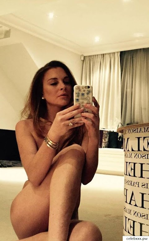 Lindsay Lohan Nude Pictures Exposed (#1 Uncensored)