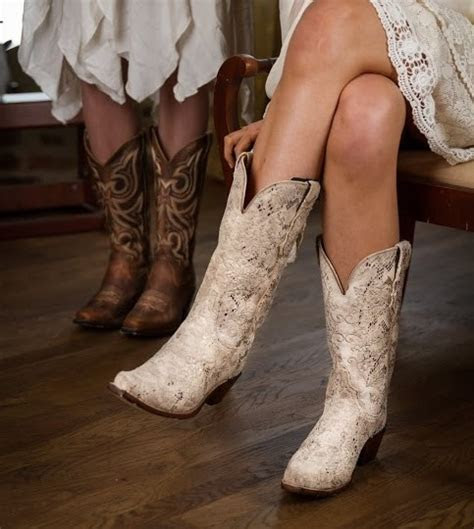 HOW TO: Pair the Perfect Boots with your Wedding Dress