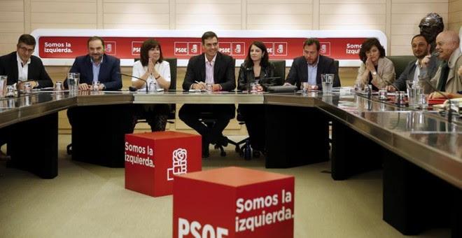La Comisión Permanente del PSOE en la reunión que tuvo lugar en la sede de la calle Ferraz, un día después del 1-O - EFE/Mariscal