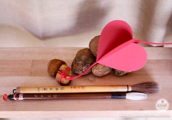 Madame Criativa - Como fazer Cortina/Guirlanda de Corações de Papel - Passo a Passo  - DIY: How to make Paper Heart Garland - Tutorial
