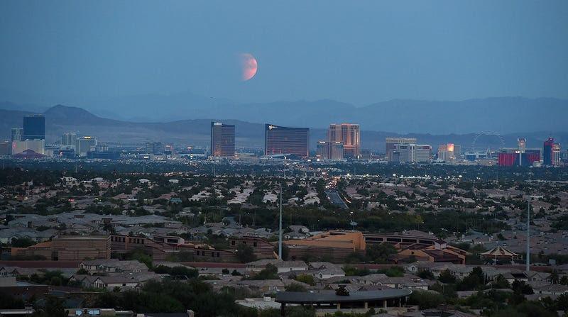 Las mejores fotos del eclipse total y la superluna de ayer