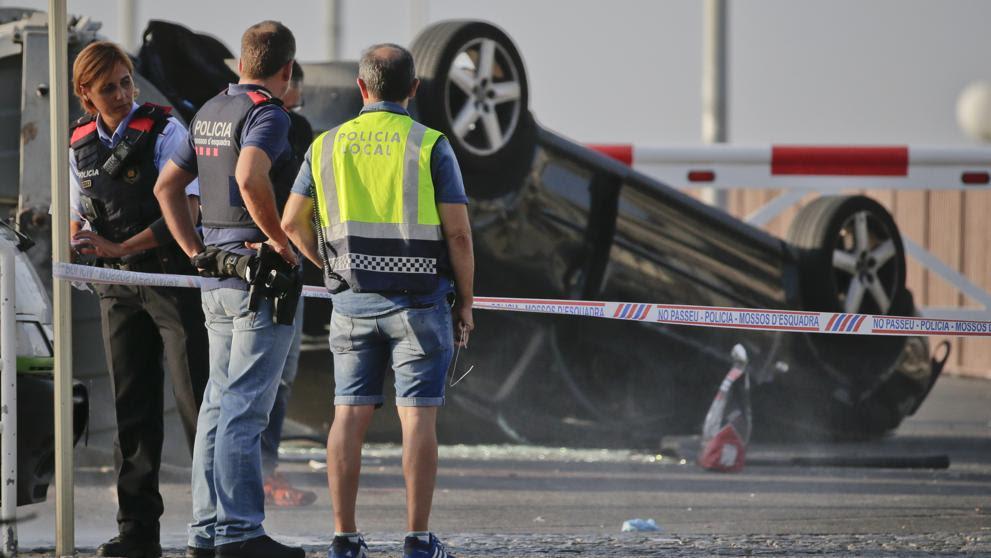 Los Mossos abaten a cinco terroristas en Cambrils que querían provocar una nueva masacre