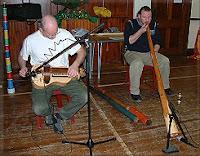 play the didgeridoo