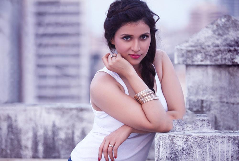 Mannara Chopra 11+ Unseen Bikini Bra Swimsuit Photos Age Wiki
