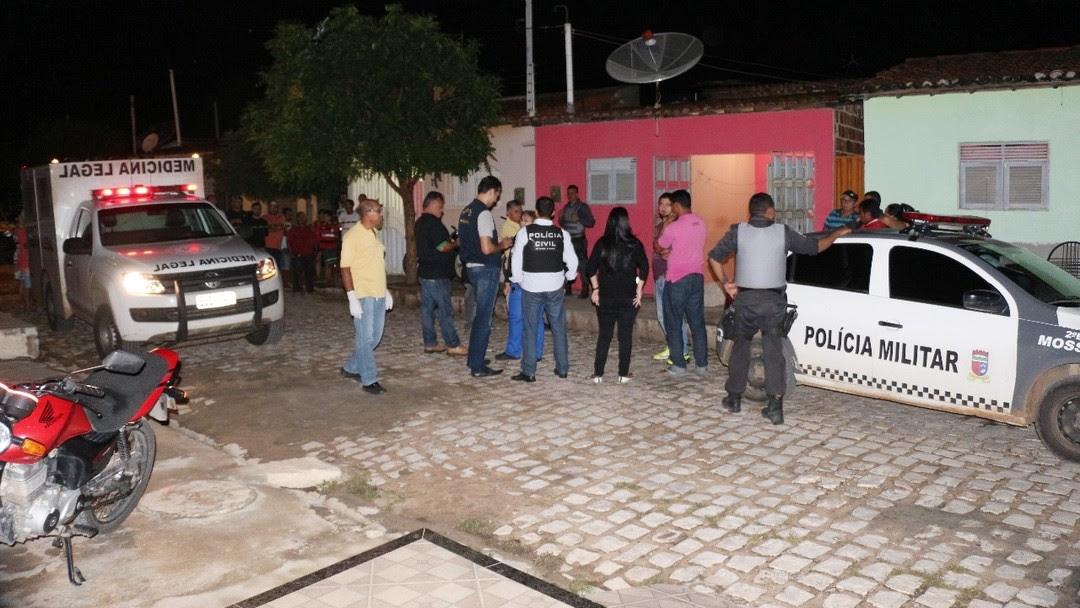 Resultado de imagem para Homens encapuzados invadem casa e matam irmãos a tiros em Macaíba