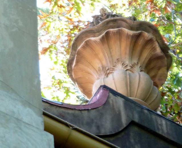 P1040478-2010-10-10-Pink-Palace-Uplit-Urn-WowWoW-Detail