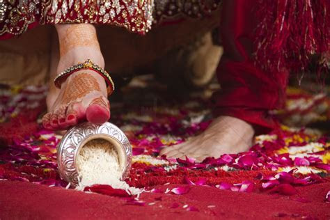 Hindu Wedding Ceremony Traditions: What to Expect