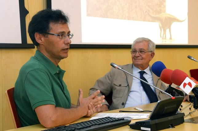 Fidel Torcida, director de las excavaciones paleontológicas en la Sierra de la Demanda (I), presenta junto con Alfredo Pérez-González, director del CENIEH. Ricardo Ordóñez (ICAL)