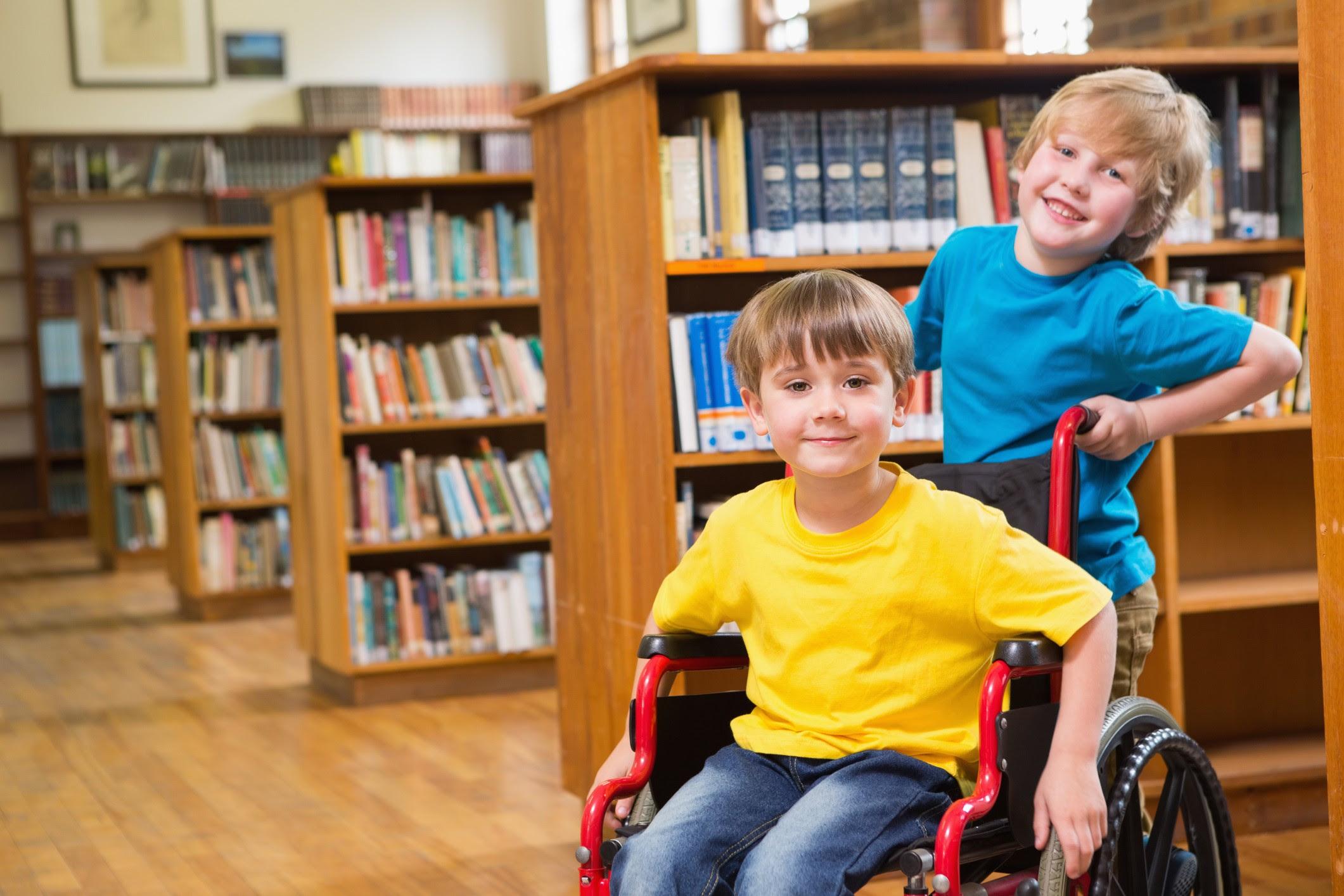 Criança cadeira de rodas (Foto: ThinkStock)