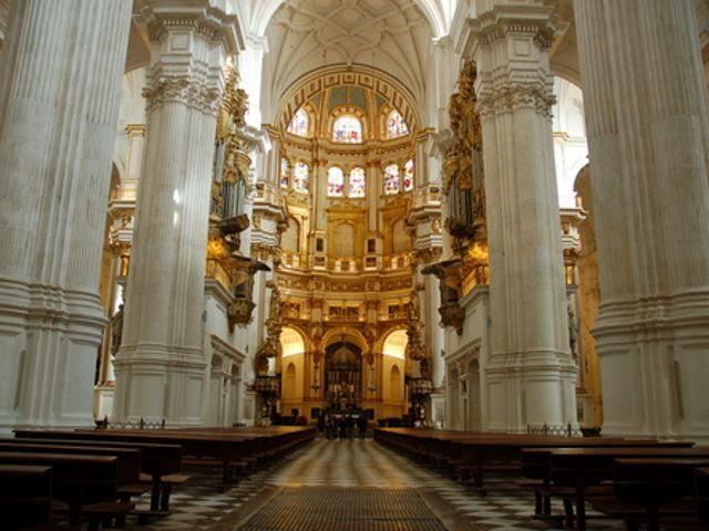 Resultado de imagen de nave central de la catedral de granada