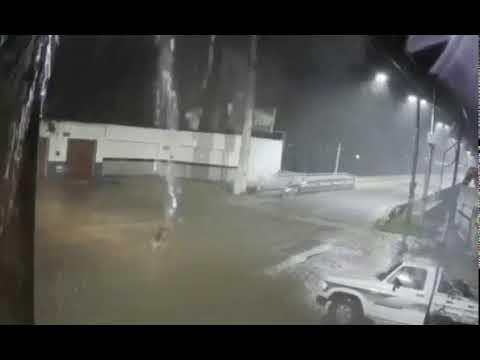 Vídeo que mostra mulher 'desaparecendo' em noite chuvosa intriga moradores de Iguatu, no Ceará.
