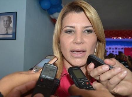 Médica denuncia ao MP que prefeito de Campina permitiu que aliados furassem a fila da vacinação da Covid-19 na cidade