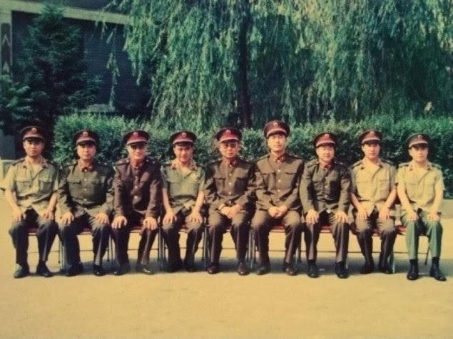 六四事件之前,第28集团军军长何燕然(左三)、政委张明春(右四)等合影
