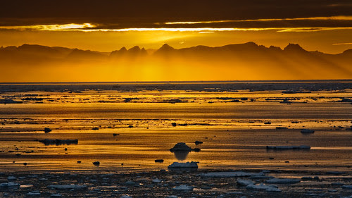 Sunset at Kap Brewster por Árni Valur