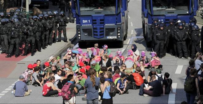 Sentada pacífica contra la cumbre del G20 en Hamburgo.EFE/CARSTEN KOALL