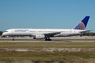 Continental Airlines Boeing 757-224 N48127 (msn 28968) FLL (Bruce Drum). Image: 100063.