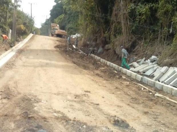 Obra de ampliação de rodovia SP 131 é embargada em Ilhabela (Foto: Divulgação/Polícia Ambiental)