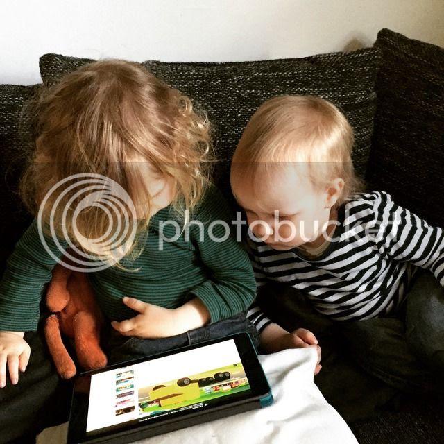 Kinder mit iPad