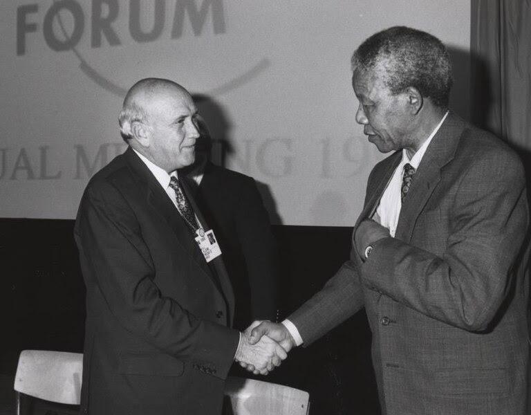 Ficheiro:Frederik de Klerk with Nelson Mandela - World Economic Forum Annual Meeting Davos 1992.jpg
