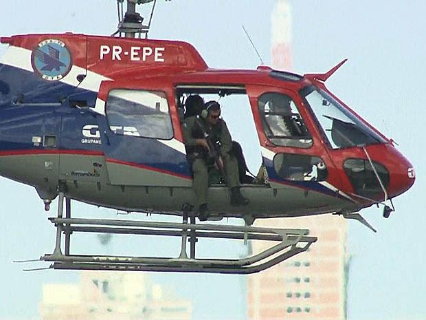 Helicóptero sobrevoa o Complexo do Curado, no Recife (Foto: Reprodução / TV Globo)
