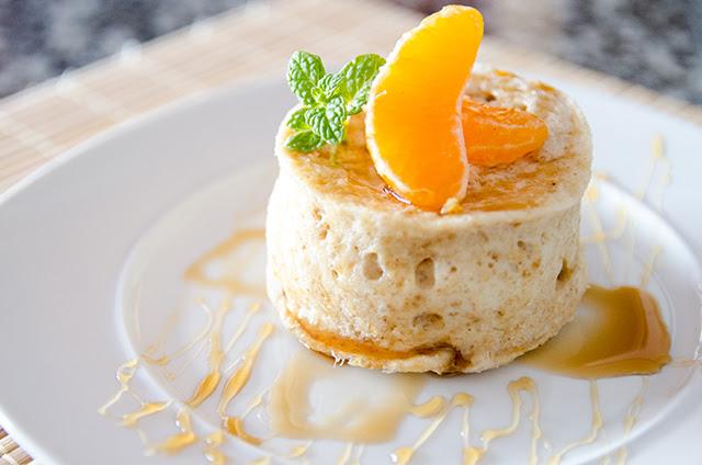 Mugcake al microondas con miel y mandarina