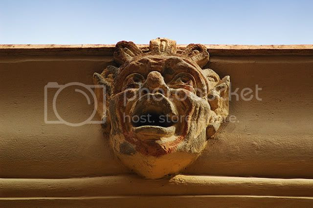 Cornice Mask at Barri Gotic, Barcelona[enlarge]