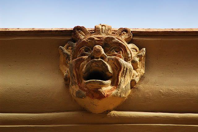 Cornice Mask at Barri Gotic, Barcelona[enlarge]