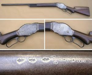 A marca apresentada na segunda foto da linha do meio é a antiga logo marca da Winchester, nela estava escrito, WRA, que representava Winchester Repeating Arms Co. As marcas vistas na última foto são as marcas Vitorianas de prova para uso de pólvora negra.