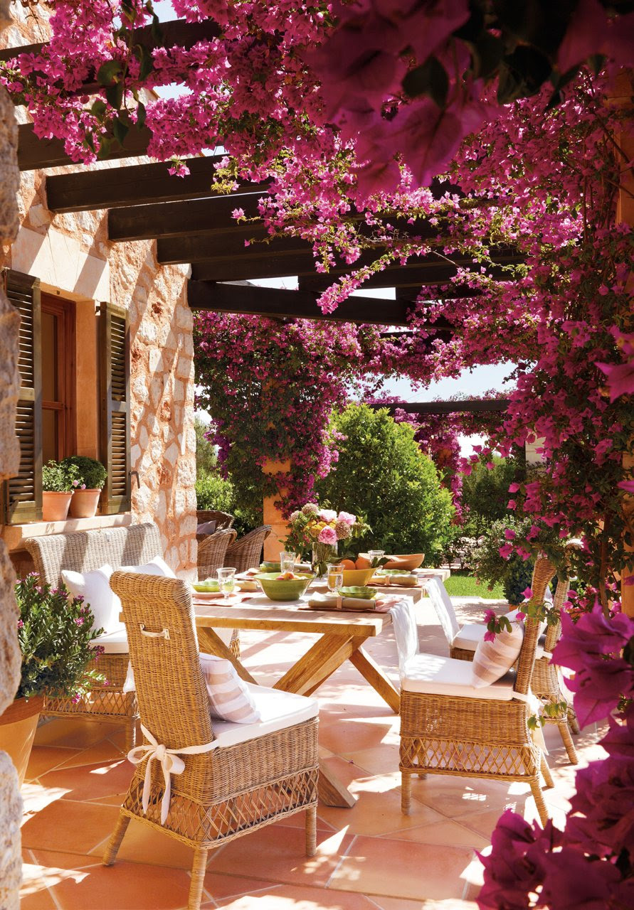 A patio in pink