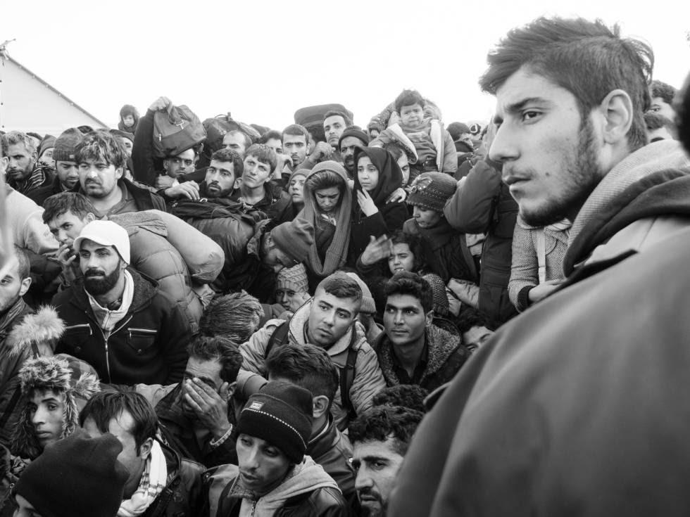 Refugiados en la frontera greco-macedonia, en diciembre de 2015.