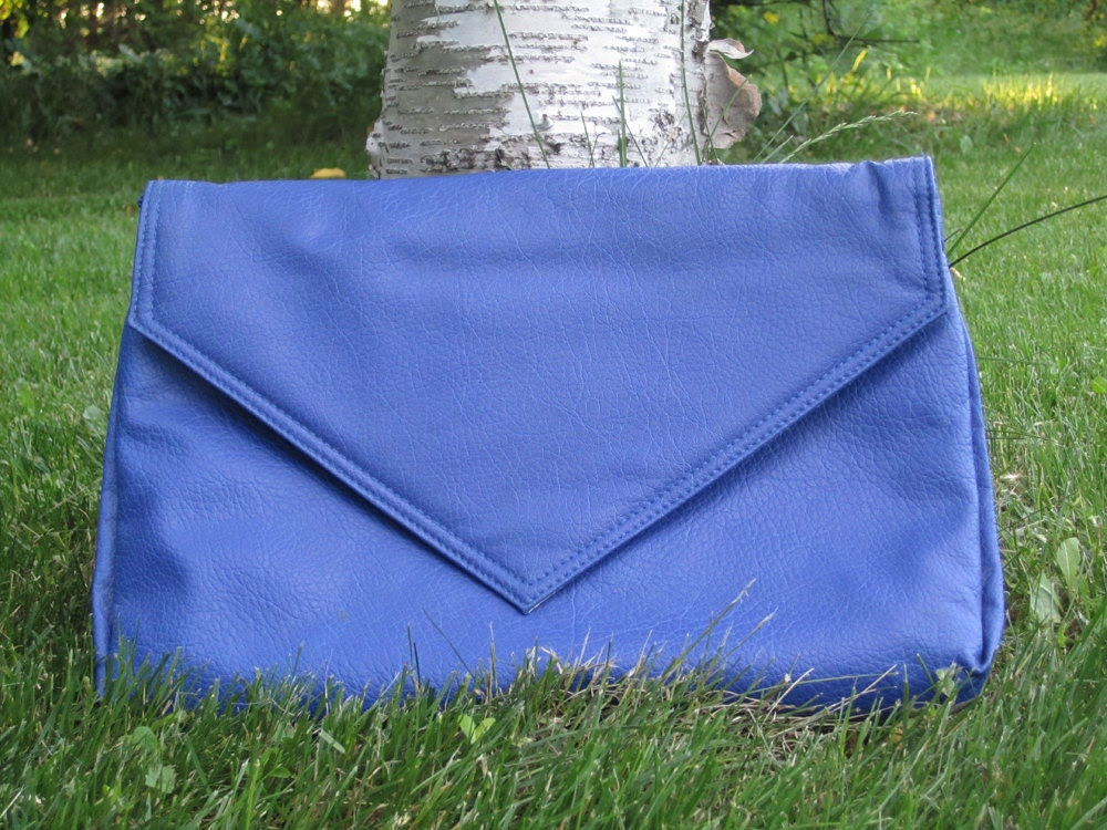 vintage 1980's blue oversized clutch/purse