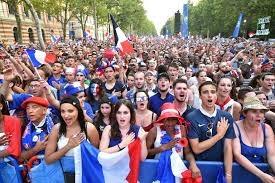 आखिर क्यों फ्रांस के लोगों ने  फ्रांस कीमस्जिदो और गलियों में आकर अपना राष्ट्रगान गया???