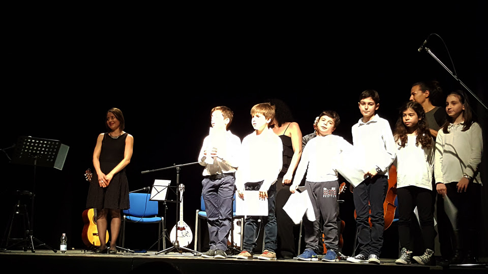 20 Maggio 2016 | Teatro dell'Accademia di Belle Arti di Napoli  L'ensemble di musica ellenica XENITIÀ con il coro degli alluni della scuola elementare Greca di Napoli